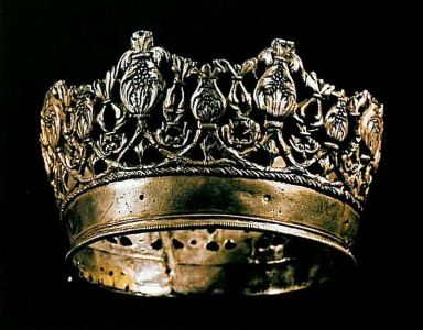 C16th gold crown